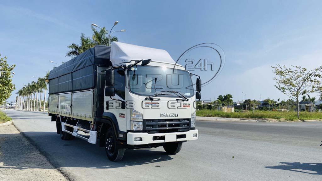 Phía trước xe tải Isuzu FRR 650 6T5 thùng mui bạt bửng nhôm full inox 6t5