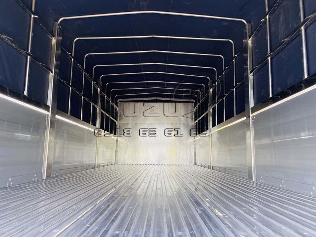 Bên trong thùng xe tải Isuzu FRR 650 6T5 thùng mui bạt bửng nhôm full inox 6t5