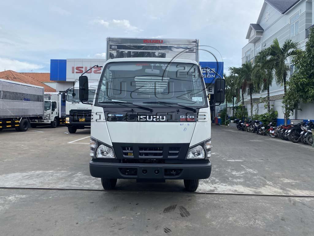 Phía trước xe tải Isuzu QKR230 thùng kín inox 2t4